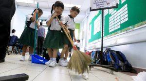 Поддържането на чистота в училище, практикувано от учениците в Япония, помагат да се изгради характерът им и да се превърнат в модел на бъдещите граждани.